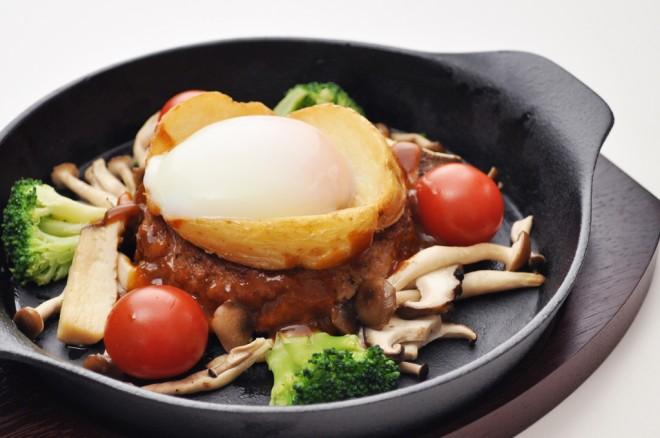 常陸牛入りハンバーグ温卵添え オニオンと茸のシチューソース