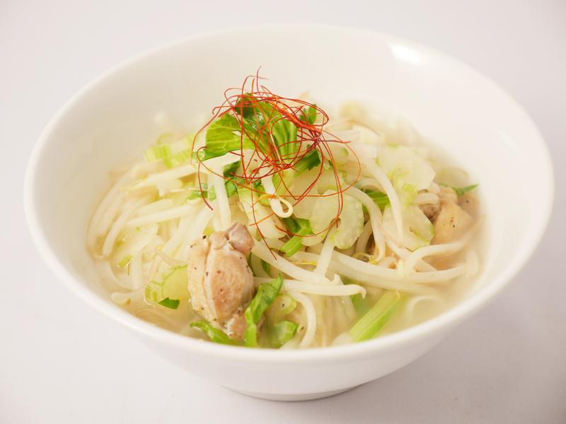 茨城県産米粉麺のチキンフォー