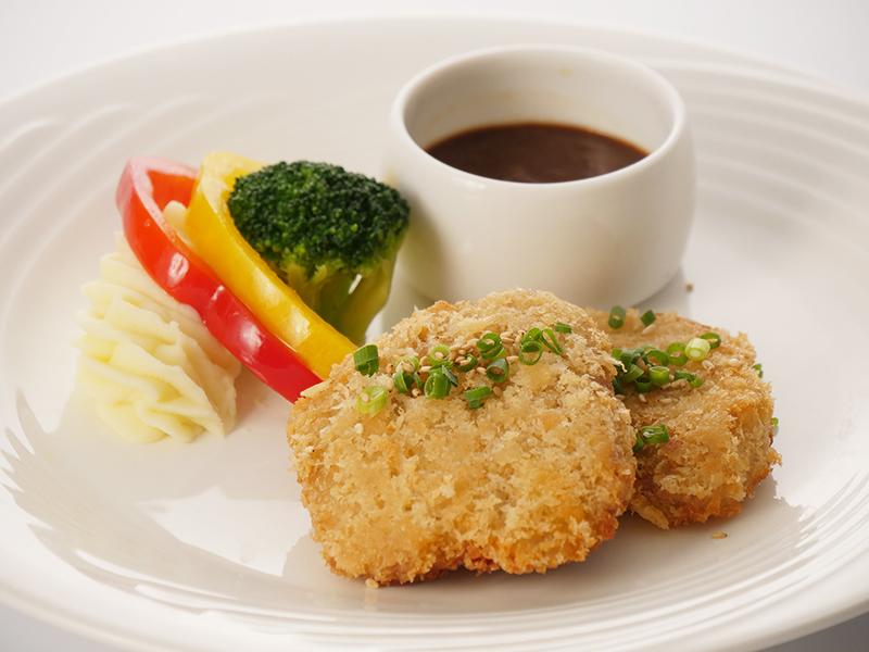 今月の肉料理 ポークフィレ肉のカツレツ 味噌ソース