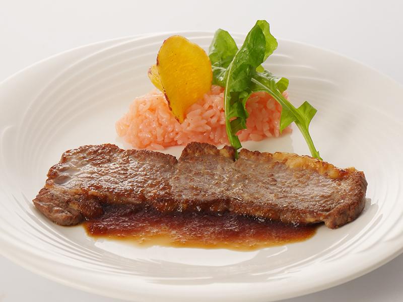 今月の肉料理 牛肉のソテーオニオンソース 梅リゾット添え