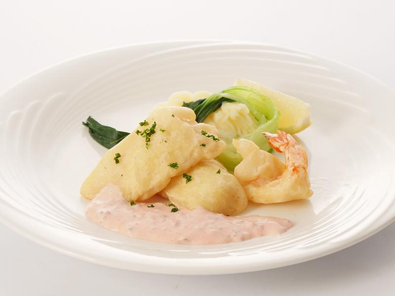 今月の魚料理 白身魚とエビのフリット カリカリ梅のタルタル添え