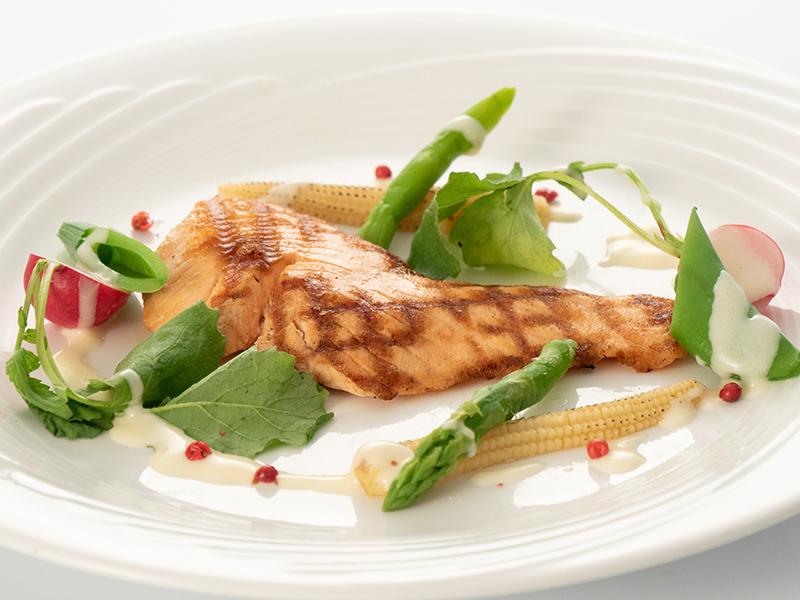 今月の魚料理 サーモンのグリル レモンソース