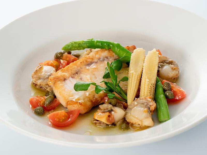 今月の魚料理 カジキマグロのソテーオリーブ、ケッパーソース