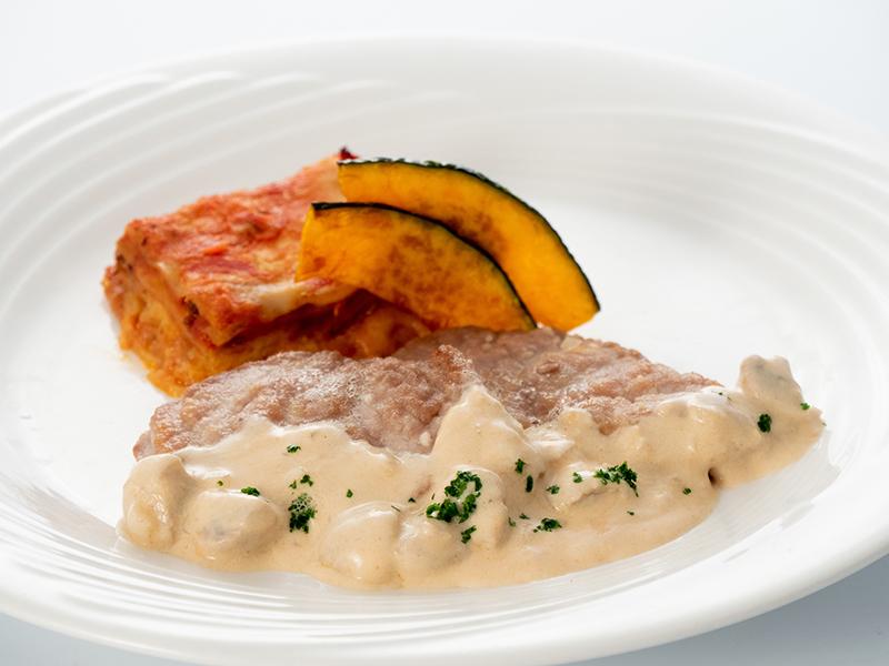 今月の肉料理 ポークフィレ肉のソテー マッシュルームソース