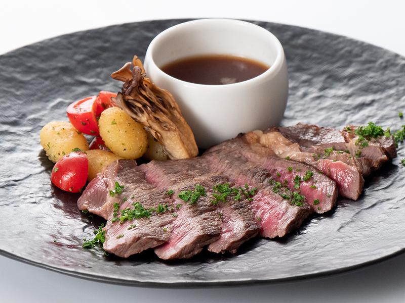 今月の肉料理 アンガス牛 肩ロース肉の塩麹焼き