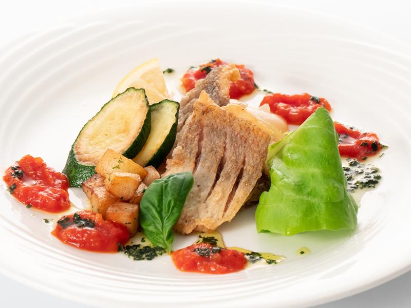今月の魚料理 タイのムニエル トマトバジルソース