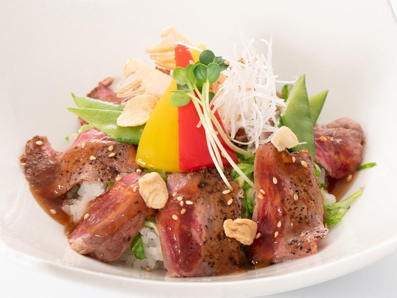 今月の肉料理 牛肉と春野菜の和風丼