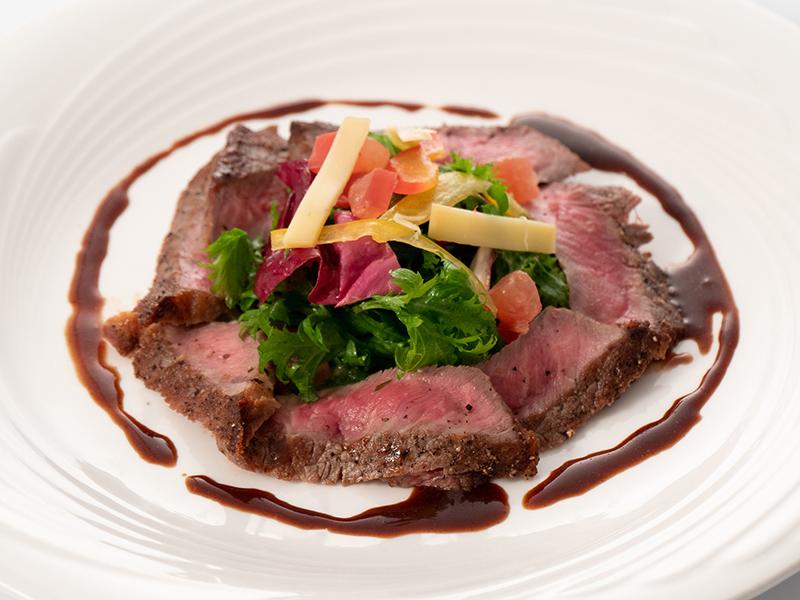 今月の肉料理 牛肉のタリアータ イタリアンバルサミコソース
