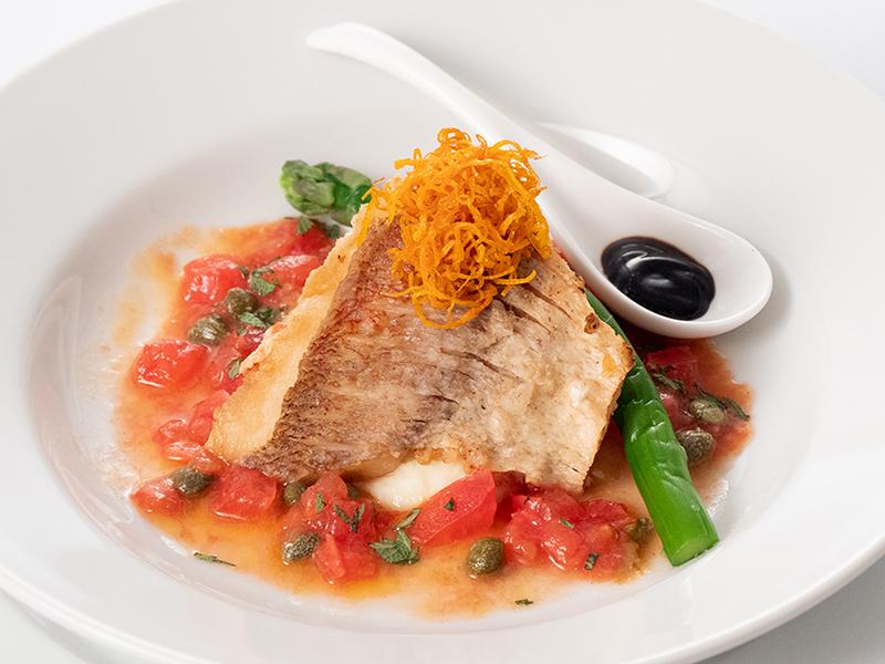 今月の魚料理11月 白身魚のポワレ ケイパー&ハーブソース