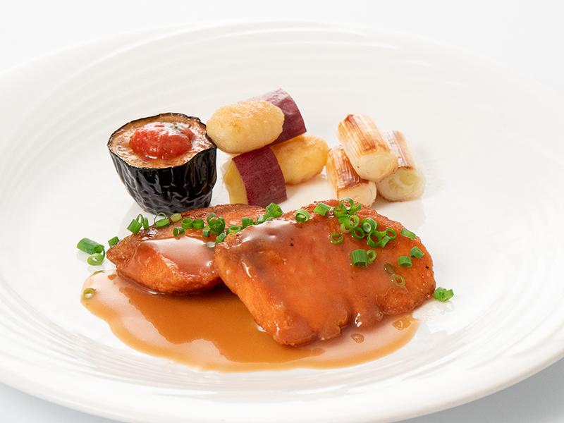 今月の魚料理10月 サーモンのバタポン焼き
